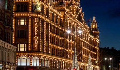 Harrods Harrods - The best shop for your Christmas Gifts Harrods – The best shop for your Christmas Gifts Harrods Kensington Christmas UK London London in Winter Spirit of England Peter Crawford 409x238