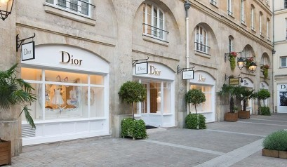 Discover the new Baby Dior and Dior Kids boutique in Paris baby dior and dior kids Discover the new Baby Dior and Dior Kids boutique in Paris Baby DIOR Boutique Rue Royale Paris 409x238