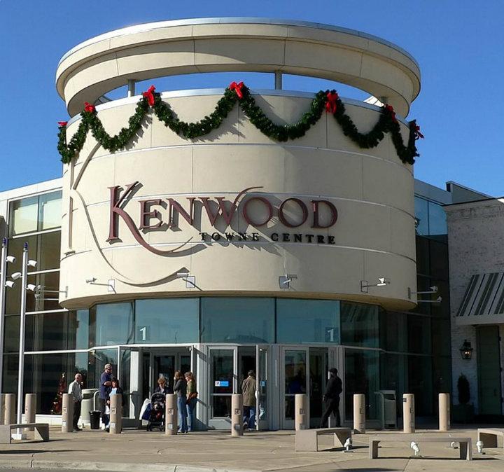 New-Kate-Hudson-sportswear-at-Kenwood-fashion-store-4