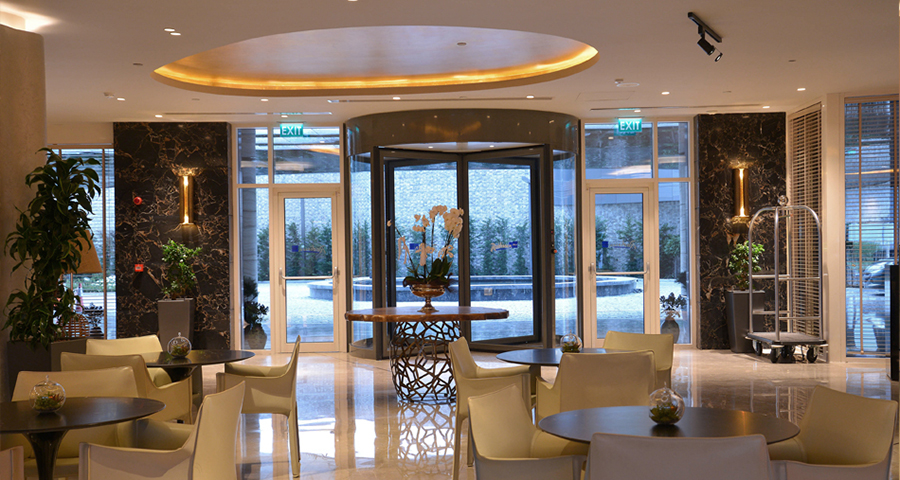 Explore The Most Inspiring Trend Decor Ideas For Entrance Halls ➤To see more interior design ideas and the best shops visit us at http://interiordesignshop.net #interiordesign #shopping #interiordecor @interiordesignshop trend decor ideas for entrance halls Explore The Most Inspiring Trend Decor Ideas For Entrance Halls – 2 entrance brabbu 01