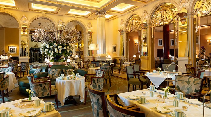 5 Places With Amazing Interior Decoration for Tea Time -Do you want to taste the delicious London pastry while admiring, at the same time, the interior decoration details of the tea house? Well, what are you waiting for? It's tea time! interior decoration 5 Places With Amazing Interior Decoration for Tea Time Claridges the foyer afternoon tea